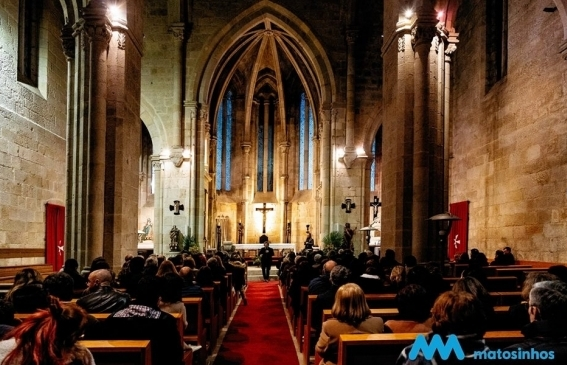 """""""Moontosinhos"""" enamorado. Casamento de D. Fernando e D. Leonor recordado numa visita ao Mosteiro de Leça do Balio"""